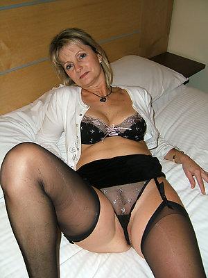 Busty amateur moms in lingerie pics