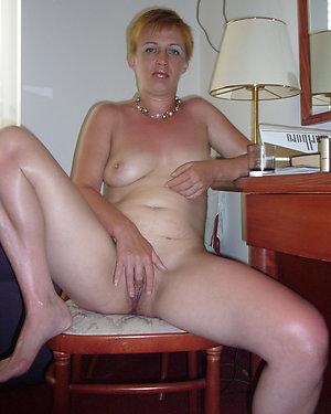 Porn pics of mature mom masturbation