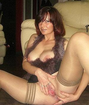 Amazing amateur mature masturbate