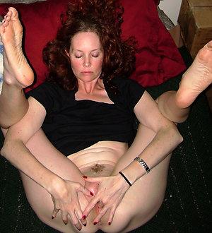 Slutty mature mom masturbating pictures