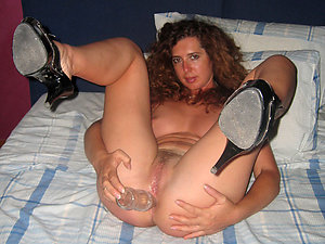 Amazing Darlene mature woman masturbates