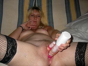 Amateur pics of mature ladies masturbating