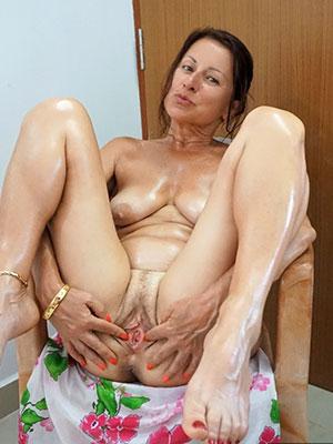 Trampy mature female masturbation gallery