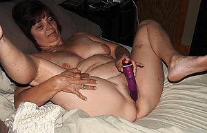 Amateur pics of mature wife masturbation