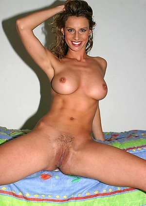 Real amateur pics of sexy naked milf