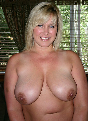 Pretty mature mom milf amateur photo