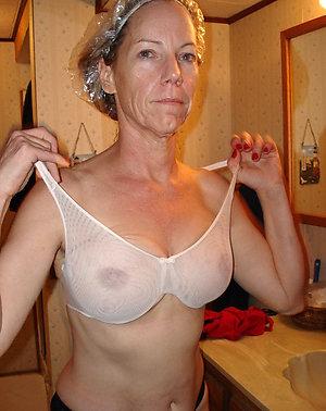 Naked mature mom porn pics