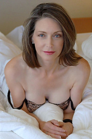Free amateur mature nude moms