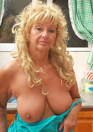 Free porn pics of mature moms naked
