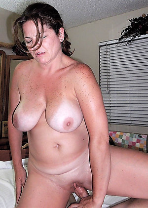 Favorite mature mom xxx posing nude