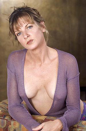Beautiful Vanessa mature busty mom