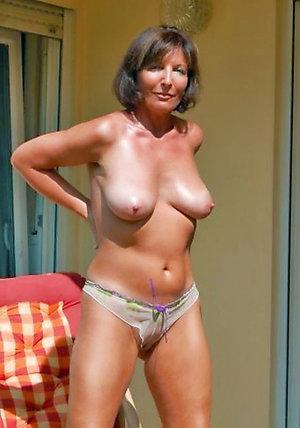 Horny Vanda mature mom solo pictrues