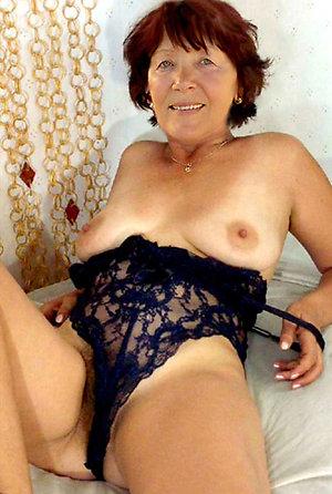 Lovely Daniella mature mom sex pics