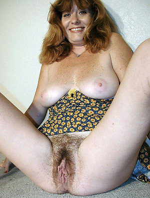 Naughty amateur naked mature mom