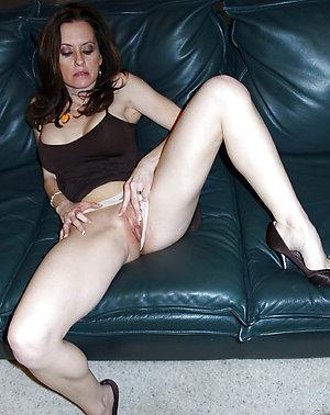 Nice Jiggy nude mature mom pics