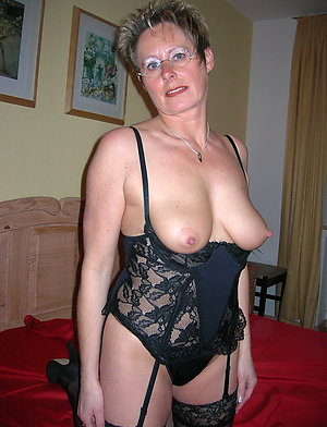 Hot Jerri sexy mature nipples pic