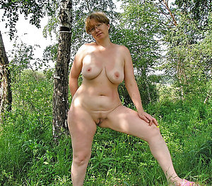 Nude women in the outdoors pictures