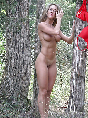 Free women naked outdoors pictures