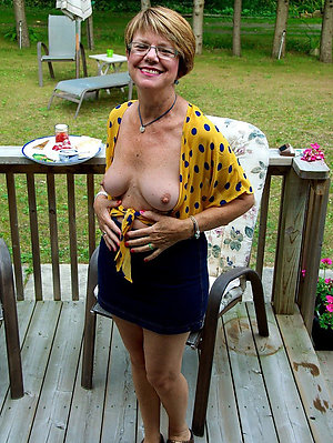 Sexy mature outdoor nude stripped