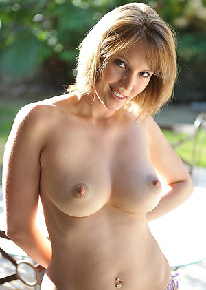 Real nude mature women outdoors amateur pics