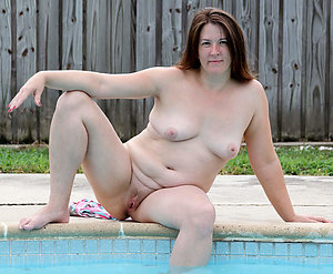 Naked mature outdoor pussy pictures