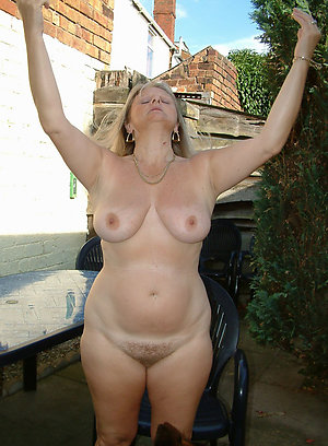 Gorgeous Anissa natural mature lady