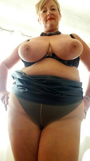 Horny mature ladies in pantyhose
