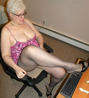 Pretty mature moms in pantyhose pics