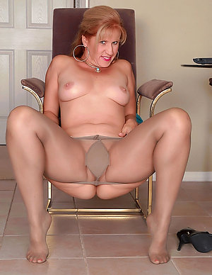 Inexperienced amateur mature pantyhose