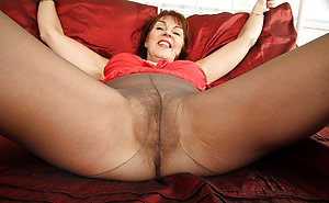 Xxx sexy mature pantyhose pussy