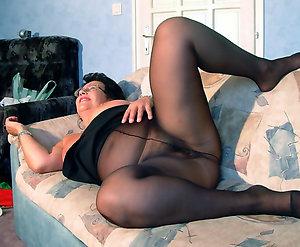 Real hot mature pantyhose pics