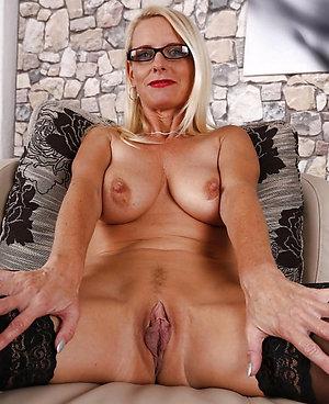Gorgeous mature amateur pussy