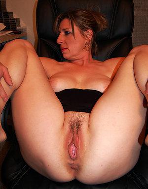Porn pics of mature bald pussy