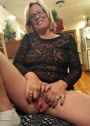 Tight mature women pussy porn photos