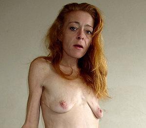 Slutty mature saggy boobs posing nude