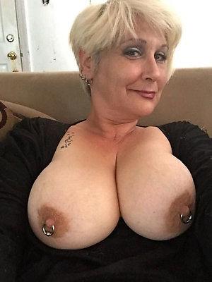 Pretty mature girls sexy selfies