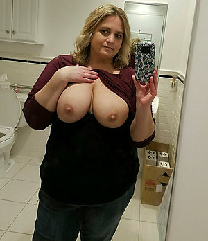Mature wife stripping sexy selfies pictures