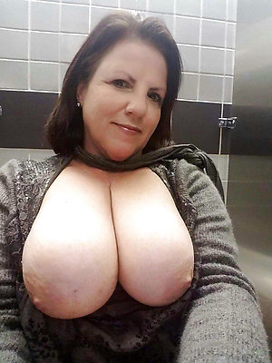 Mature hot babes sexy selfies pictures