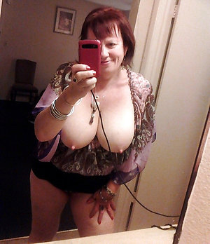 Sexy selfie of busty mature babe