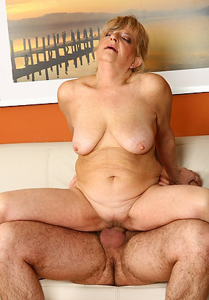 Naked mature couples sex pictures