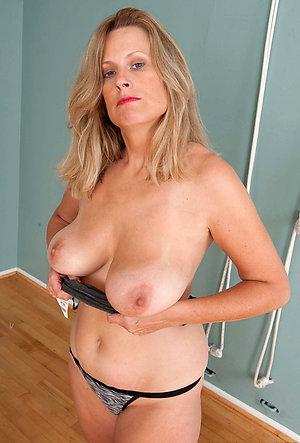 Horny amateur mature panty pics