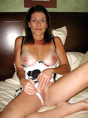 Pretty mature women in panties photos
