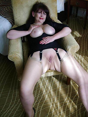 Slutty mature shaved pussy pictures
