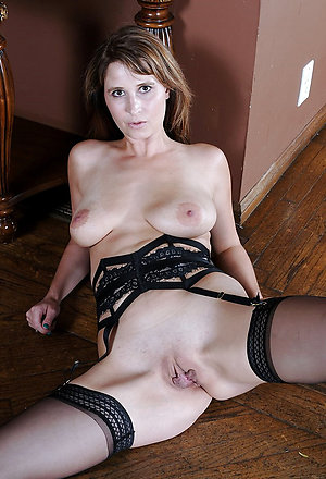 Free pics of mature shaved pussies