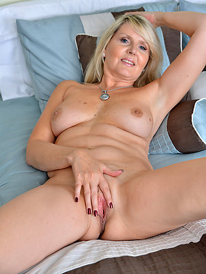 Uber-sexy shaved pussy mature xxx