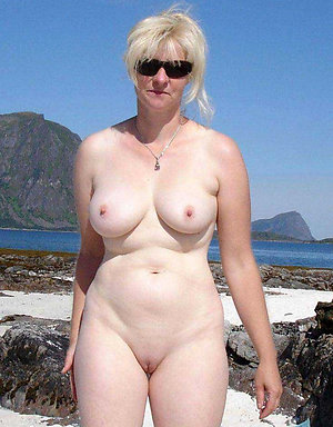 Pretty mature women shaved pussy