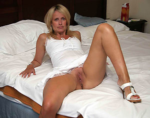Nude mature women shaved pussy pics