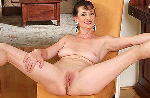 Horny women shaving pussy pics
