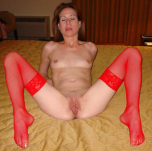 Naughty mature shaved pussy porn pics