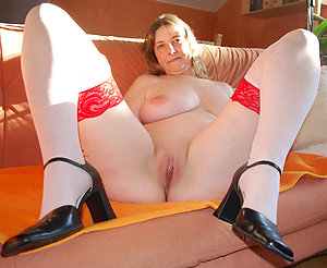 Juicy shaved mature cunt porn gallery